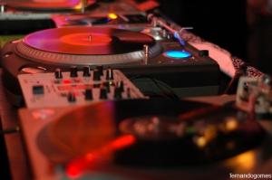 VITROLA 71 é o nome da festa realizada em Salvador-BA, na Zauber Multicultura. Em sua segunda edição, no dia 2 de agosto, os DJ's residentes convidaram o MC Daganja e o grupo 157 Nervoso.