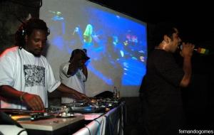 Sem muita demora, os DJ's Leandro e Índio retornam ao comando das pick ups da festa, dessa vez acompanhando o MC Daganja.