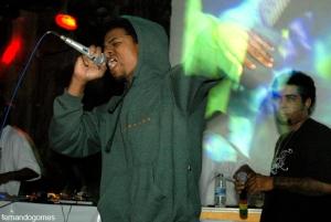 Assim como em seu disco, o MC contou com o apoio de boas participações nas rimas. Os MC's Dimak, que rimou em dois sons,...