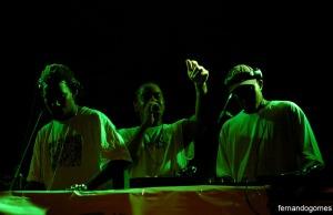 Como sempre, acompanhado pela dupla Vitrola 71 nas pickups, Daganja abriu espaço para os DJs mostrarem um pouco do muito que sabem nos toca-discos e ainda mandou um som na levada de funk carioca...